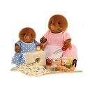 Sylvanian Failies- Sewing with Mother