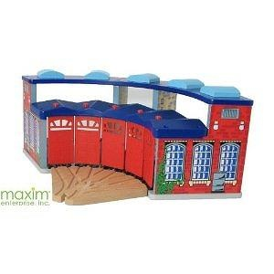 Maxim Deluxe Roundhouse with, Way Switch Track