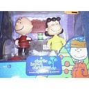 PEANUTS CHARLIE BROWN CHRISTMAS LUCY AND CHARLIE THE DOCTOR IS IN PSYCHIATRISTS BOOTH WITH ACTION FIGURES